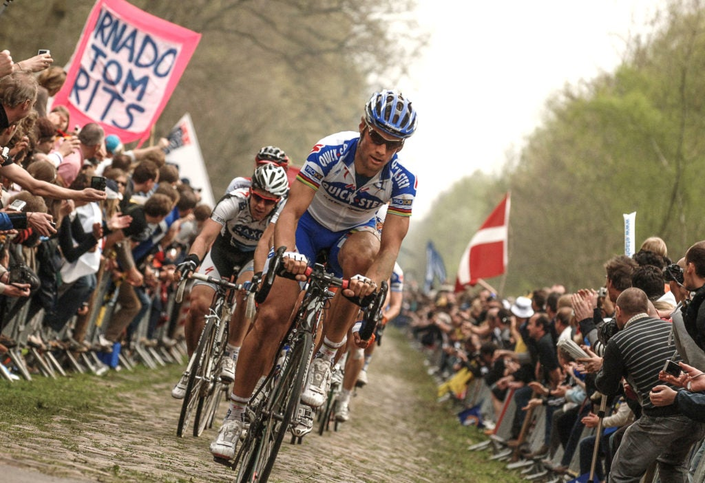 Boonen cruising through the Arenberg Forest on his way to victory No. 3 in 2009.